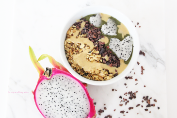Green Smoothie Bowl Recipe || bouquets and baguettes